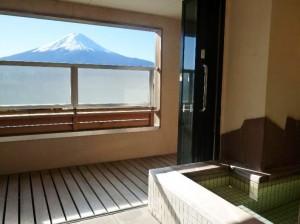 房间外可供私人租用的浴池(非温泉)